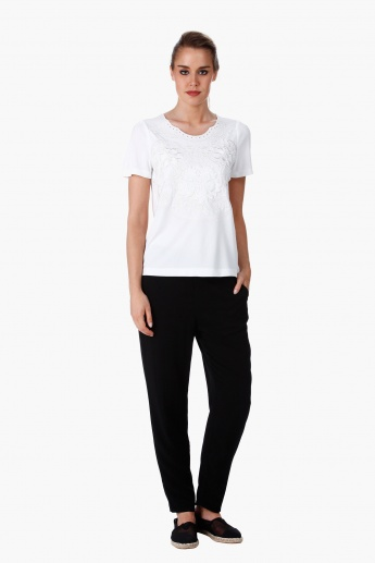 Elle Embroidered Top with Short Sleeves in Regular Fit