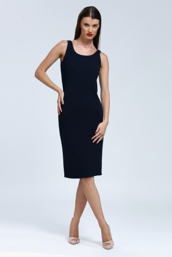 Iconic Sleeveless Dress with Round Neck