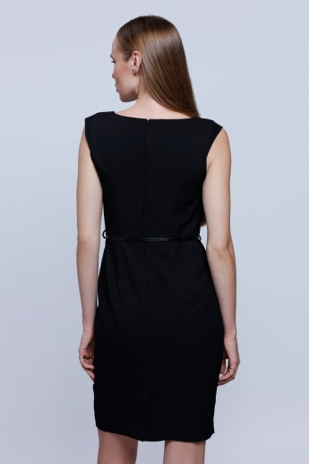 Sleeveless Dress with Boat Neck and Tie Up