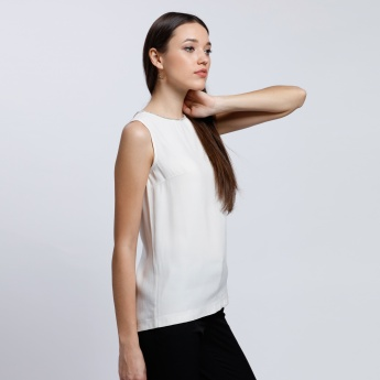 Sleeveless Top with Round Neck and Key Whole Closure