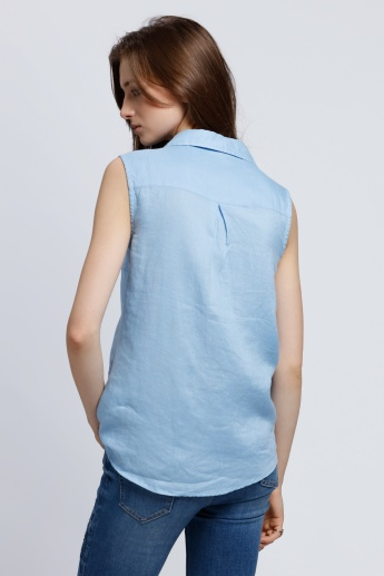 Sleeveless Shirt with Complete Placket on the Front