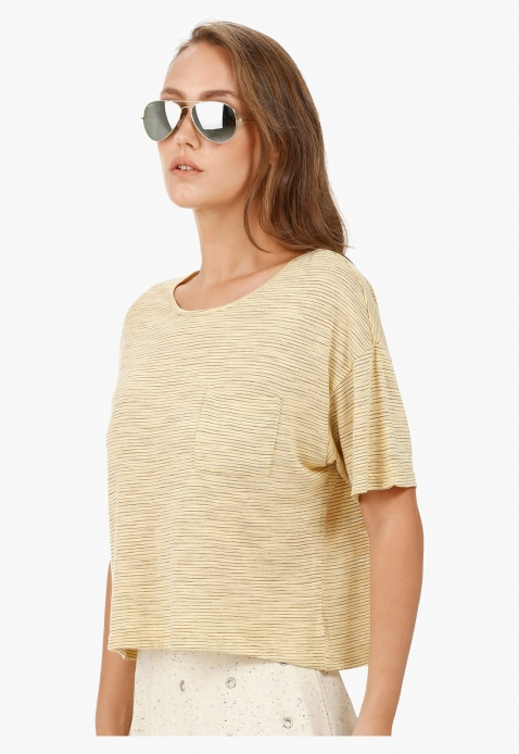 Basic Top with Round Neck and Short Sleeves in Regular Fit