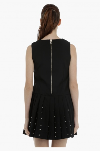 Sleeveless Dress with pleats