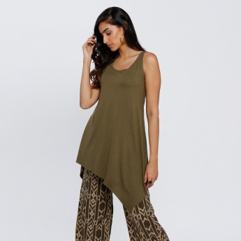 Sleeveless Top with Round Neck and Asymmetric Hem