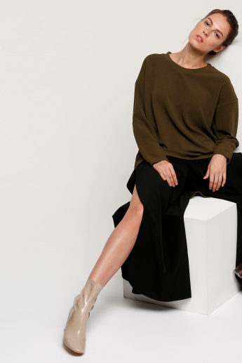 Round Neck Top with Long Sleeves and High Low Hem